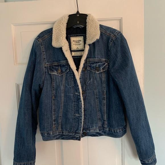 A&F sherpa jean jacket